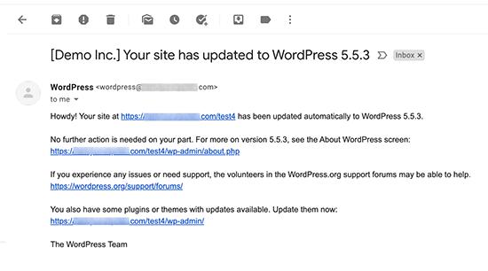 Voorbeeld van e-mailmelding na een automatische update